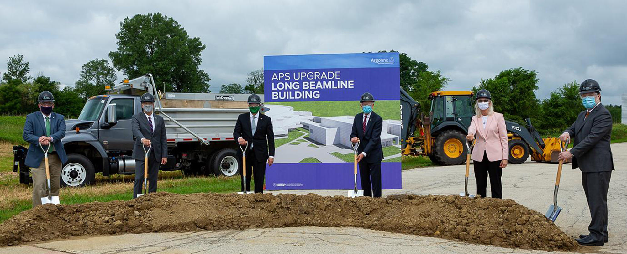 Leaders break ground on the Long Beamline Building, part of the upgrade to the APS.