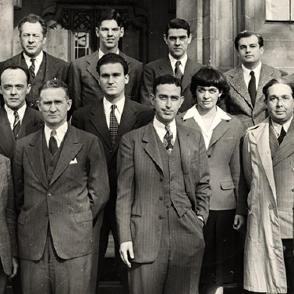 Scientists from the Met Lab in front of Eckhart Hall