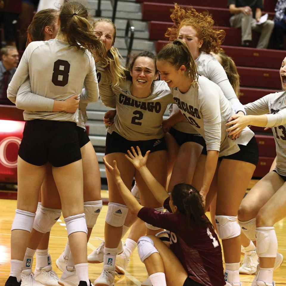 UChicago's women's volleyball team celebrating a win in 2019
